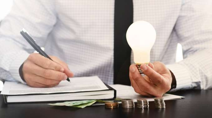 Lightbulb moment signifying how it's a good idea to invest